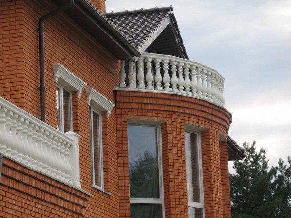 С помощью этих элементов можно создать привлекательный балкон или мансарду