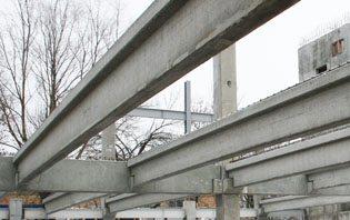 С помощью тавровых прогонов можно создать очень прочную конструкцию