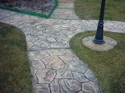 Садовые дорожки из бетона – красиво и практично