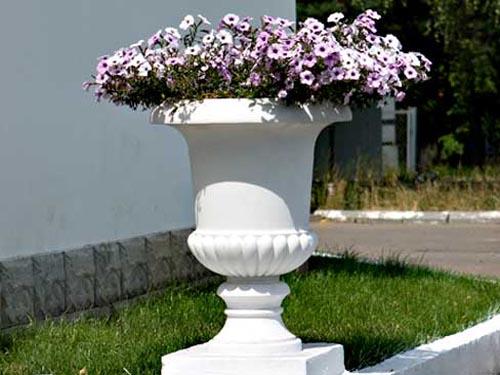 Садовый вазон из бетона