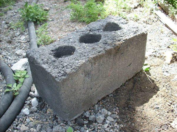 Самостоятельно изготовленный блок из бетона