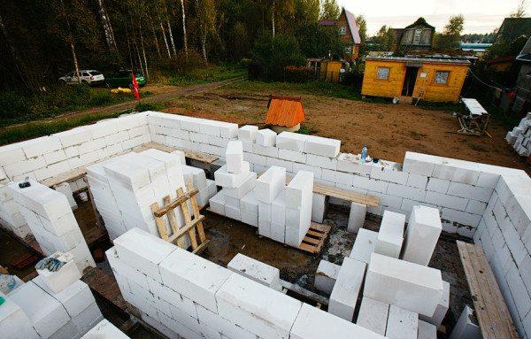 Самостоятельное строительство загородных домов из газобетона