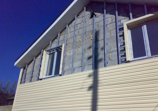 Сайдинг – один из наиболее приемлемых способов защиты стен.