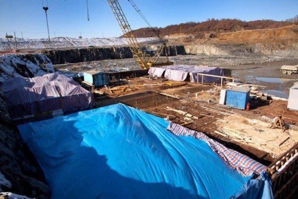 Шатры на промышленном строительном объекте