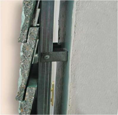 Схема крепления панелей к вертикальному металлическому профилю