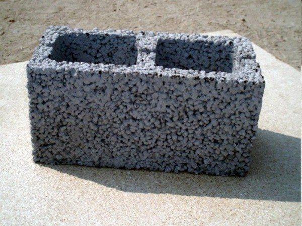 Шлакоблок также относится к разряду легких бетонов
