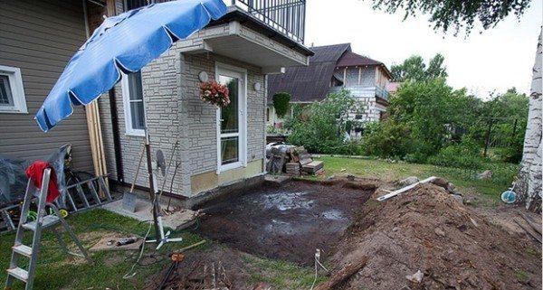 Снимаем грунт под заливку бетоном