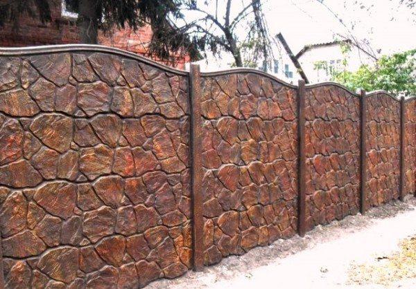 Современные бетонные ограды очень эстетичны.