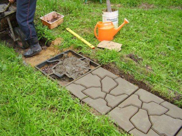 Создание бетонной дорожки для сада