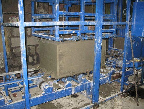 Станок для производства газобетонных блоков методом распиливания монолита
