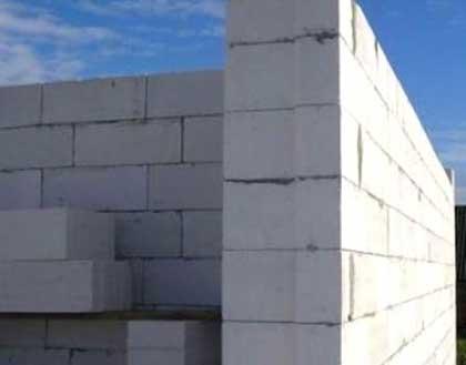 Стена из лёгкого бетона