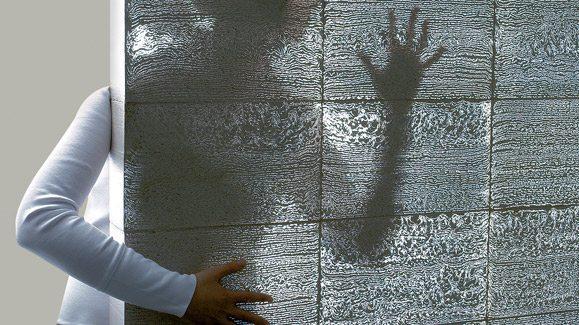 Стена из прозрачного бетона