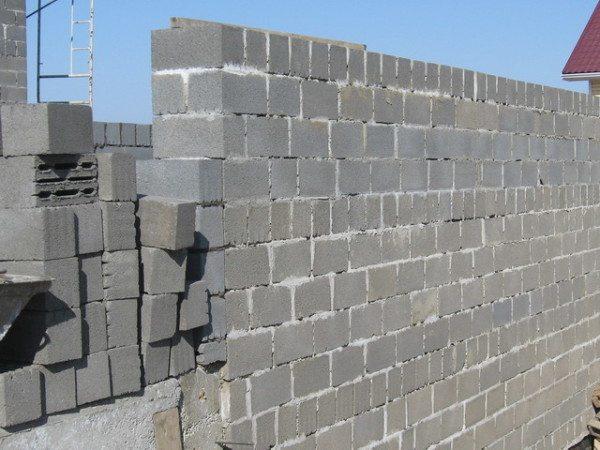 Стена, выстроенная с применением керамзитобетона
