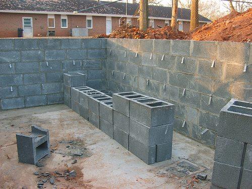 Стены из керамзитобетона.