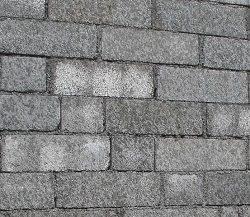 Стены из такого материала возводятся легко и быстро