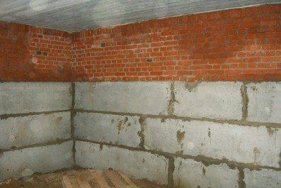 Стены подвала из бетонных блоков