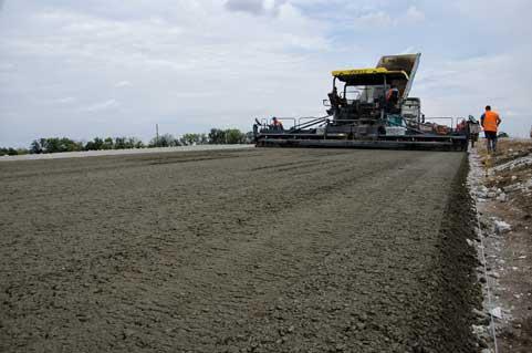 Строительство дороги из бетона определенной марки