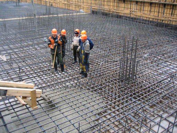 Строительство крупных объектов часто не укладывается в рамки одного сезона.