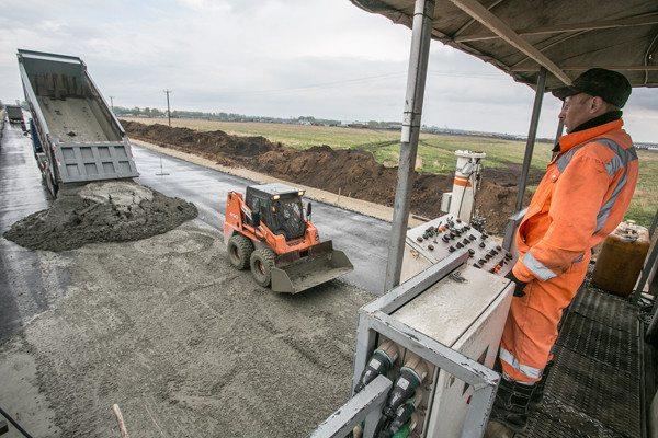 Строительство цементобетонных дорог способно повысить качество транспортных магистралей нашей страны.