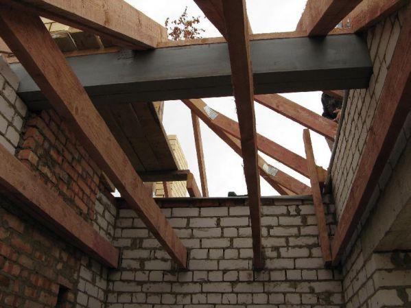 Стропильная балка участвует в обустройстве крыши