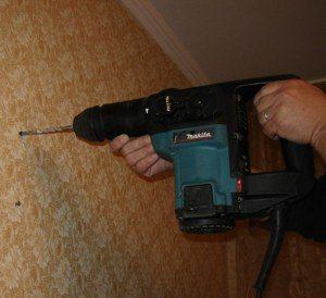 Сверление стены из бетона перфоратором
