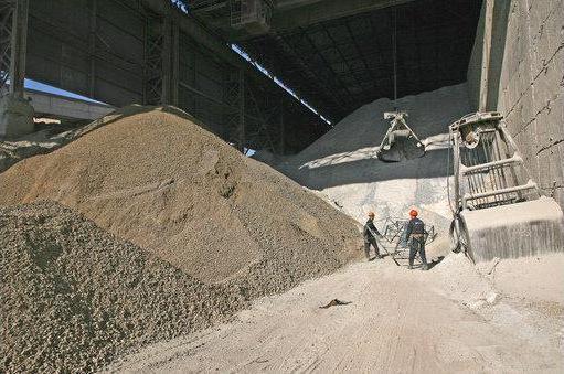 Сырье для приготовления бетонных растворов готовят и хранят в специальных хранилищах.