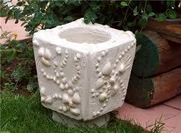 Такой элемент украсит любой участок, в качестве декоративных украшений использованы обычные камешки