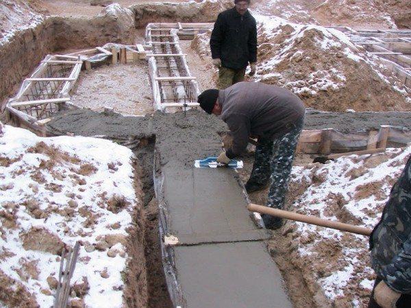 Тема статьи непосредственно связана с зимним бетонированием.