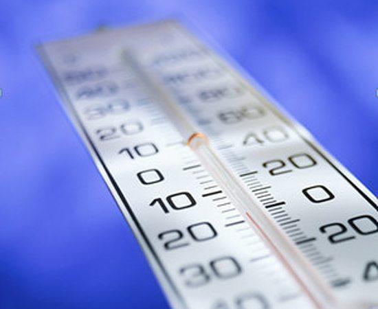 Температура бетонирования – важный параметр нормального протекания реакции твердения смеси.