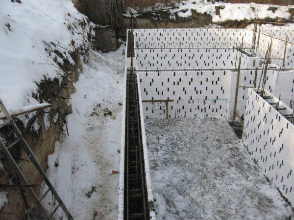 Теплоизолирующая опалубочная система для работы в зимний период.