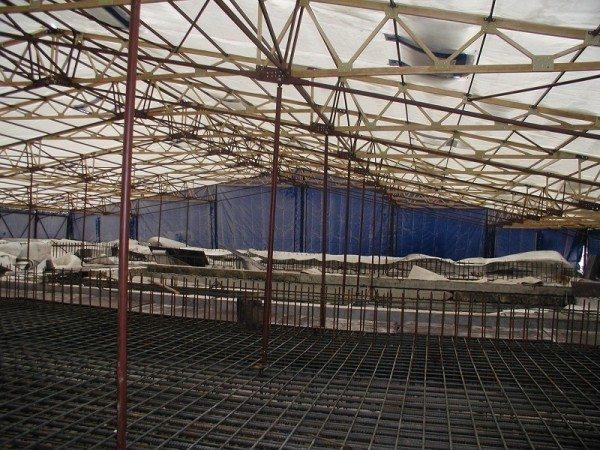 Тепляк обеспечивает качественное застывание бетона и комфортное проведение работ