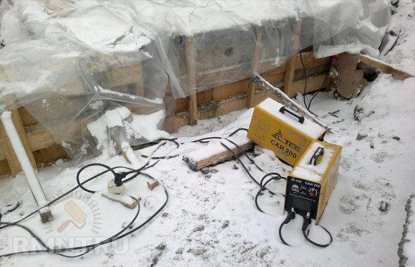 Трансформаторы подают необходимый ток для обогрева бетона