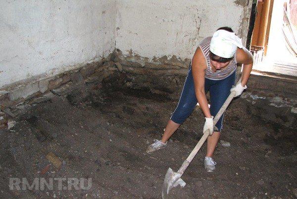 Удаление почвы из области бетонирования