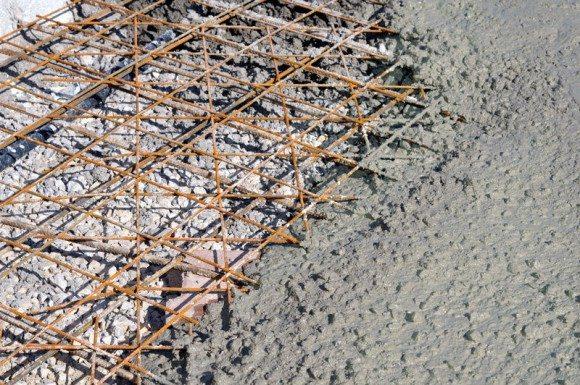 Удобоукладываемость смеси важна, среди прочего, при заливке монолита с плотным армированием.
