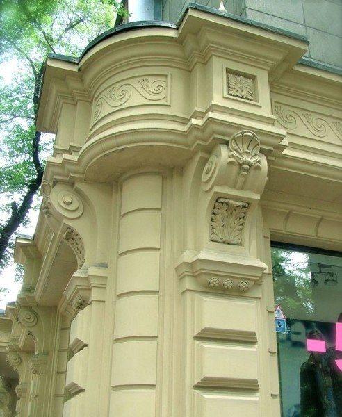 Угловой фасадный декор из стеклофибробетона