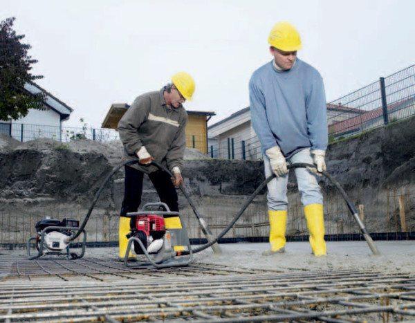 Укладка бетона без вибрации считается некачественной.