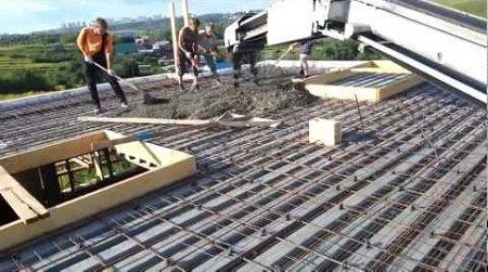 Укладка бетона на потолочное покрытие с арматурой