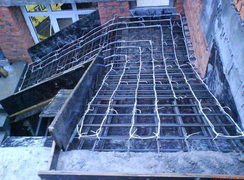 Укладка обогревающего провода по армированным прутьям