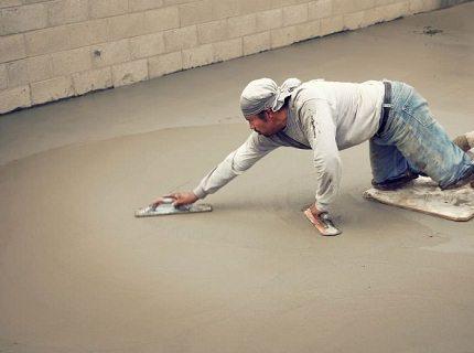 Укрепление бетонных стяжек – трудоёмкая, но нужная работа