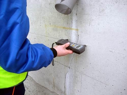 Ультразвуковой прибор для определения прочности бетона отличается простотой и удобством работы