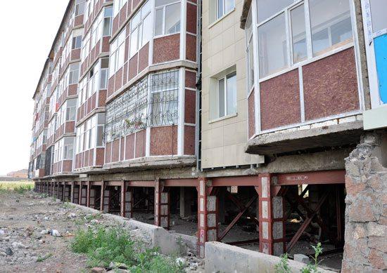 Усиление фундаментов монолитными железобетонными обоймами позволяет продлить срок эксплуатации зданий и сооружений.