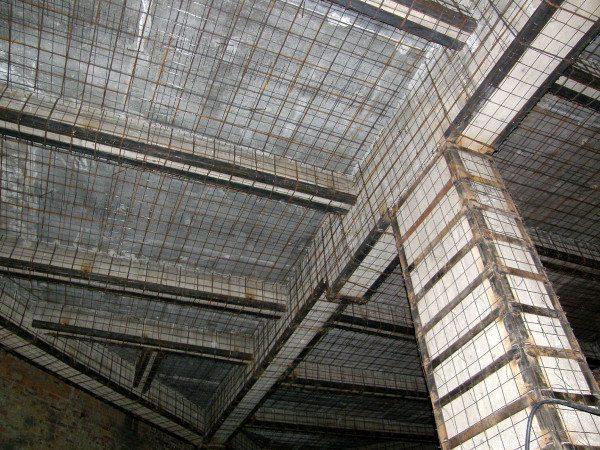 Усиленные железобетонные перемычки и колонны повышают прочность и несущую способность строительных объектов.