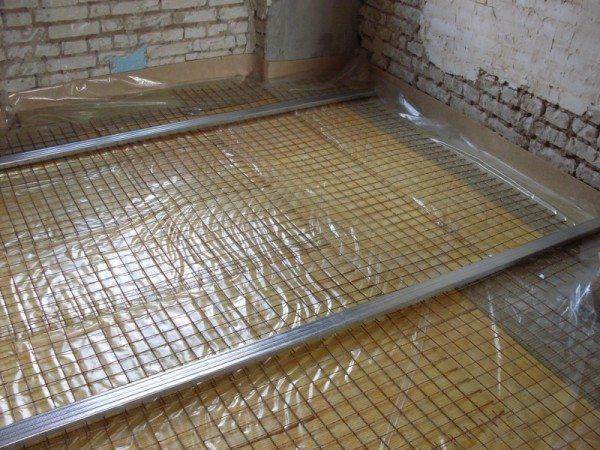 Устройство бетонного пола и стяжки включает в себя армирование