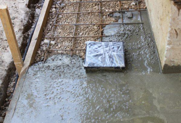 Устройство основания из бетона.