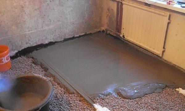 Устройство стяжки с помощью бетона М200.