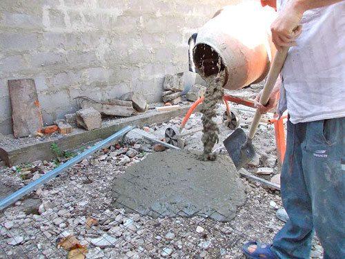 В качестве подсыпки можно использовать строительный мусор.