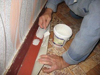 В небольших помещениях достаточно зафиксировать полотно по краям