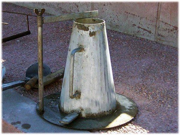 Вариант конуса для проверки подвижности бетонной смеси