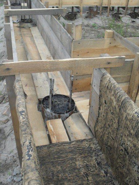 Вариант внутреннего обустройства опалубки с выведением арматуры от сваи в бетон