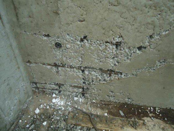 Верхний слой не отвердевшего бетона при заморозках может разрушиться.